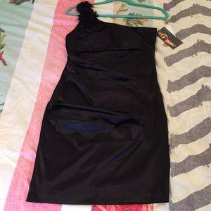 ⬇️ One shoulder black dress